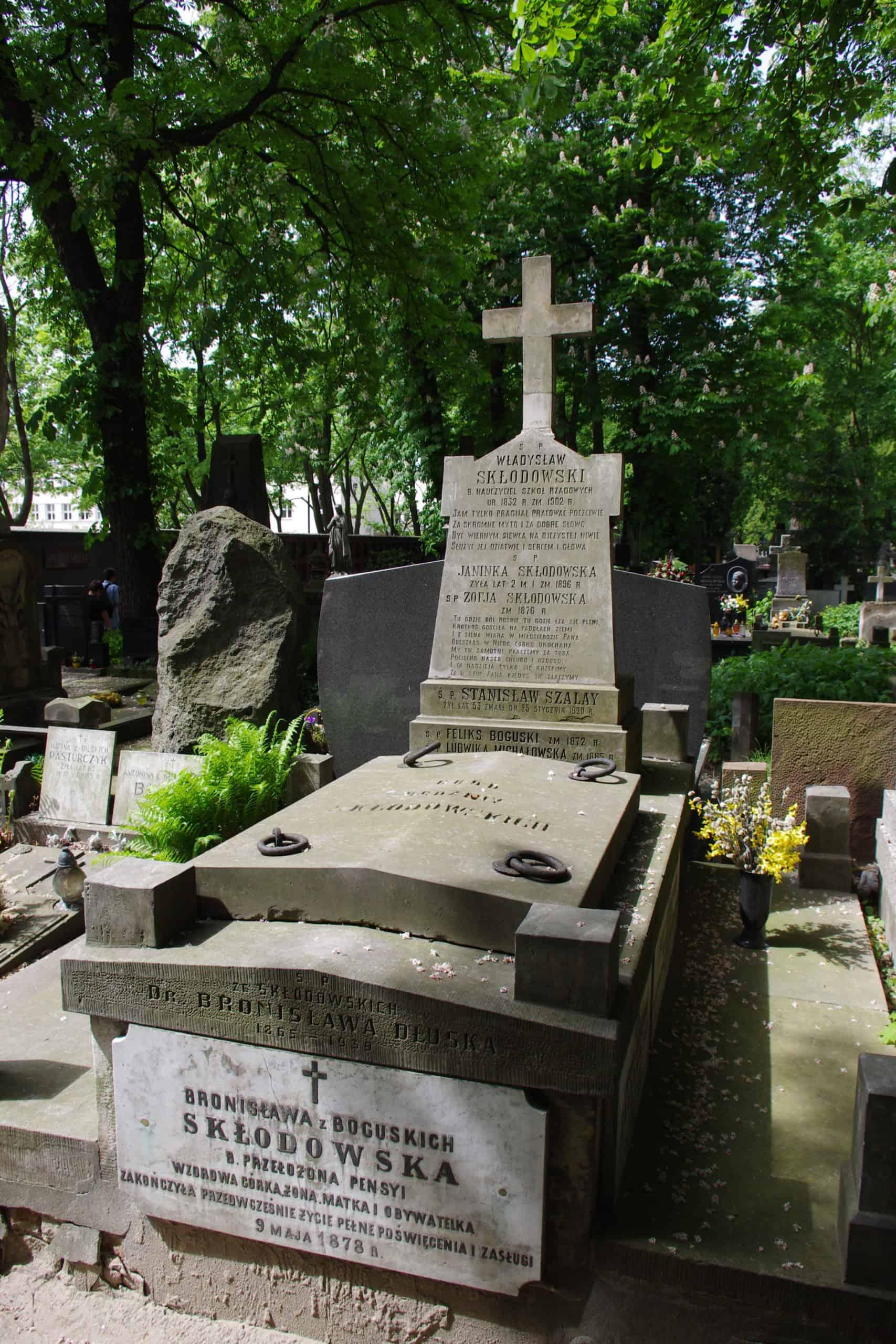 Symboliczny Grób M.Curie-Skłodowskiej - Warszawa Powązki