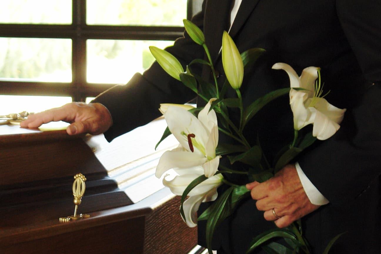 Pracownik Zakładu Pogrzebowego Pogotowie Pogrzebowe eu