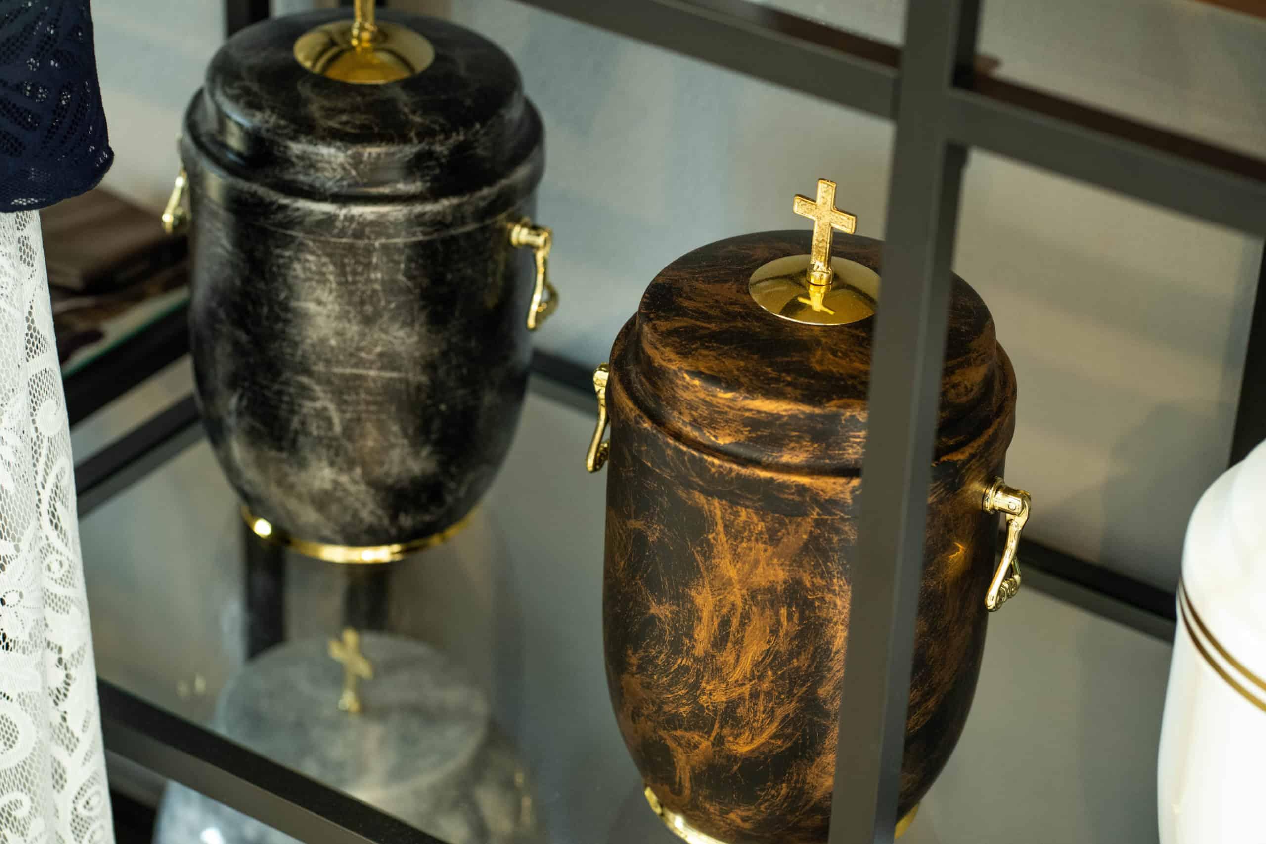 Oferowany asortyment, urny w zakładzie pogrzebowym ptak