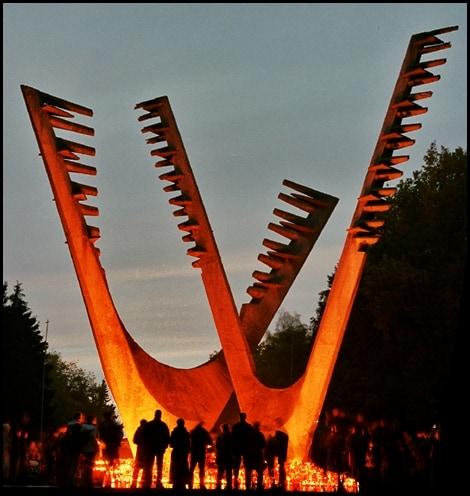Pomnik bratersta broni nacmentarzu centralnym wszczecinie