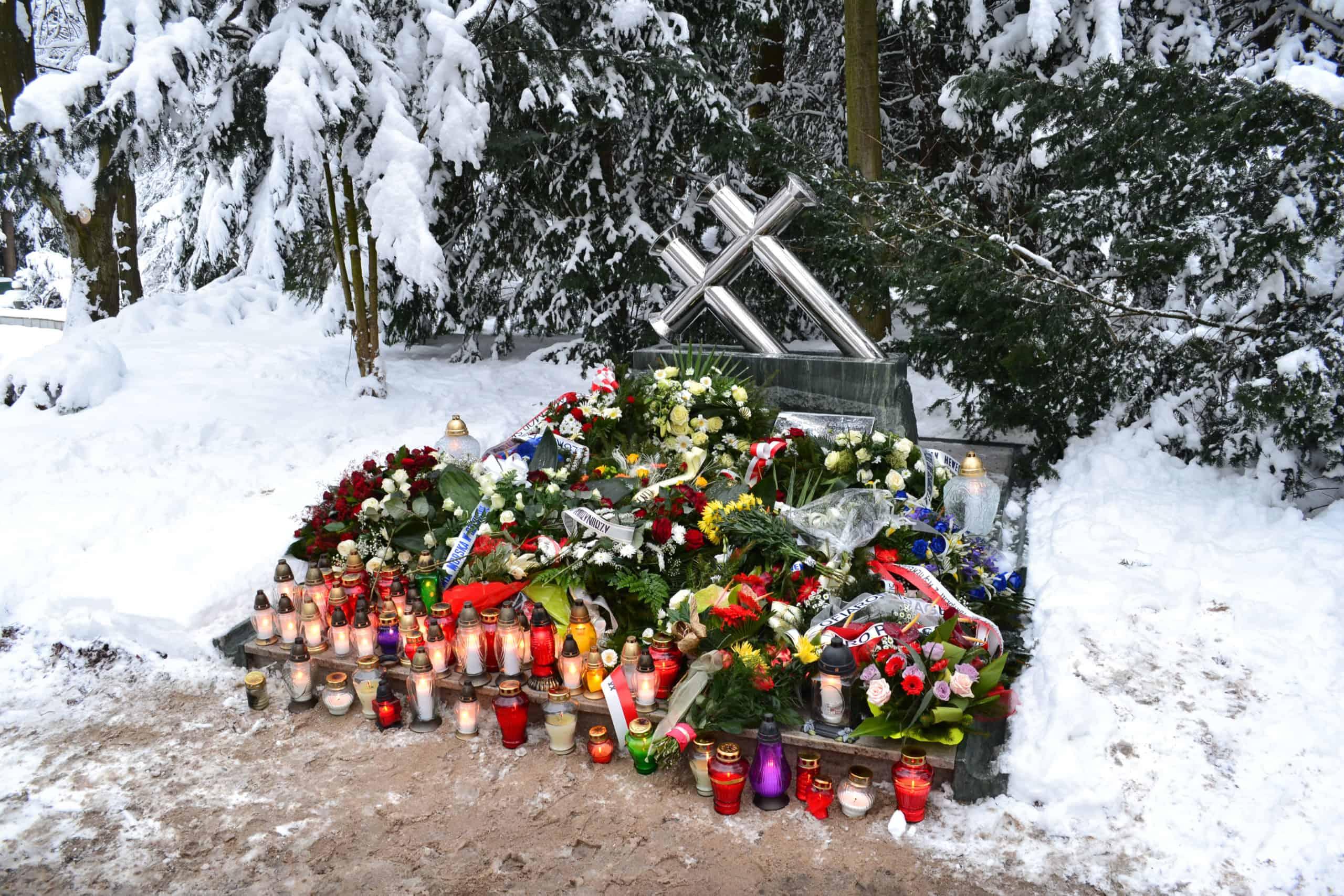 Pomnik ku pamięci ofira katastrofy promu Jana Heweliusz - cmentarz wszczecinie