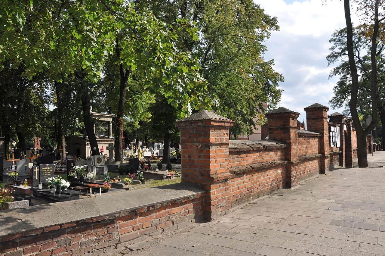 Cmentarz Stary brama ostrów wielkopolski