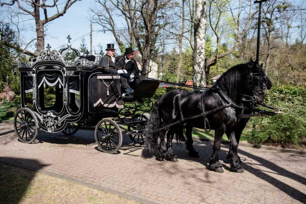 Kareta pogrzebowa zakładu pogrzebowego paćko&paćko
