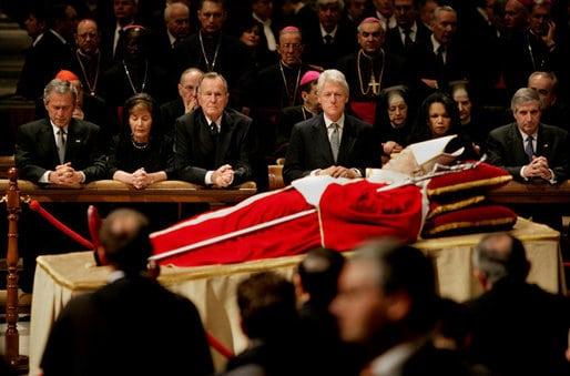 Papież nakatafalku
