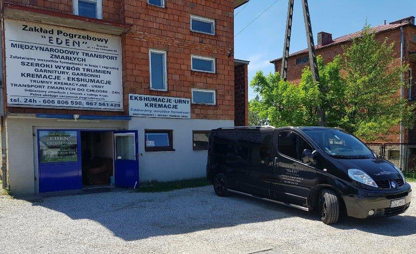 budynek firmy Zakład Pogrzebowy Eden Artur Chojna w Staszowie