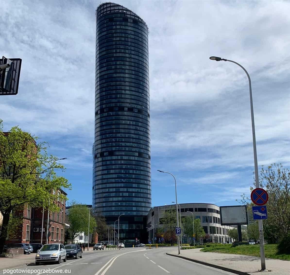 widok na sky tower we wrocławiu